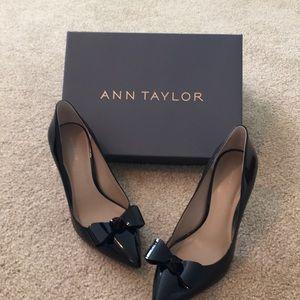 NWT Ann Taylor Black Patent Pump